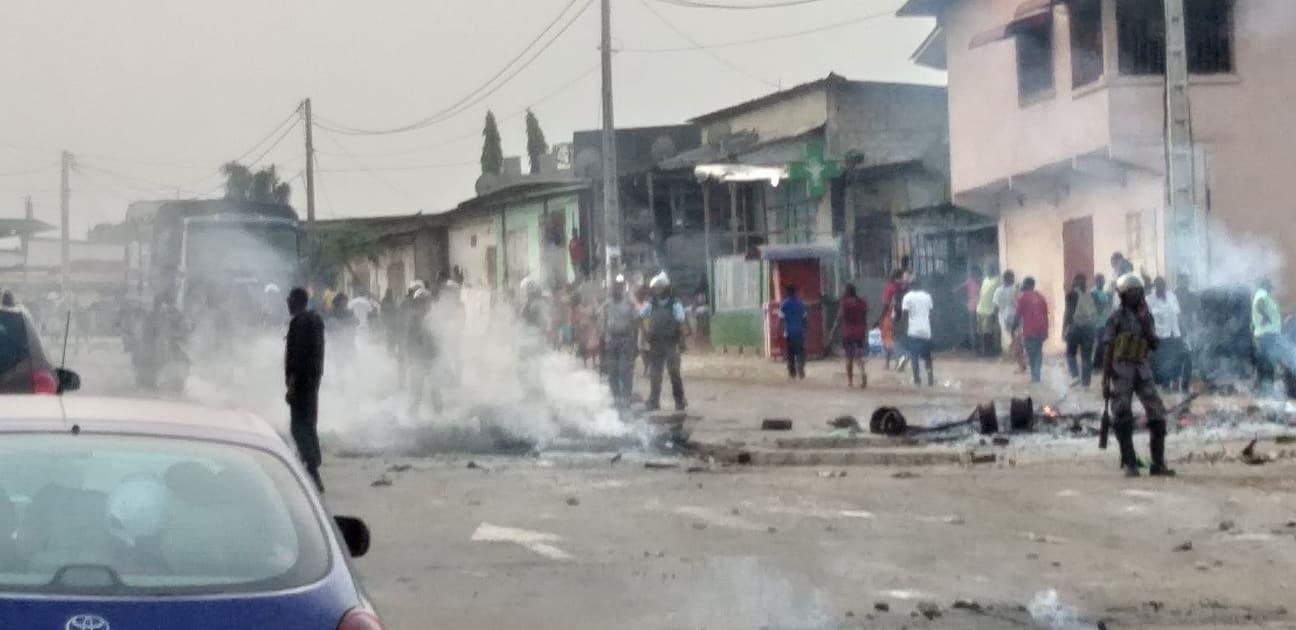 Barricades au PK 12 vers la station Pétro Gabon