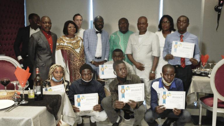 Les lauréats posant pour la postérité avec les officiels © Gabonactu.com