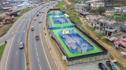 Les deux plateaux construits au Pk 7 à Libreville, à côté de la route à grande vitesse © D.R