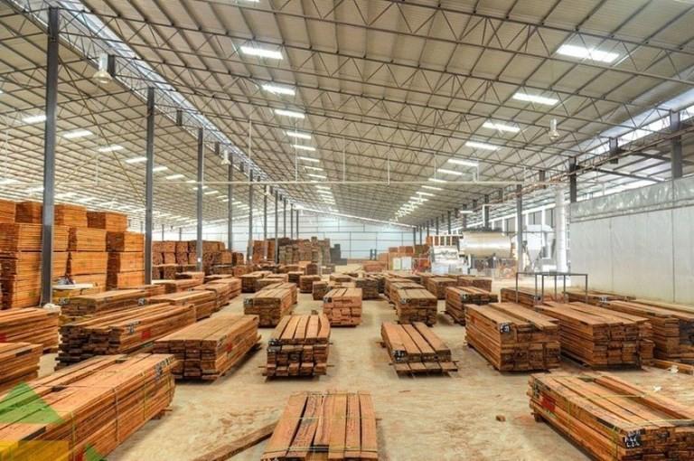 Une des dizaines d'usines de transformation du bois dans la ZERP de Nkok © Gabonactu.com