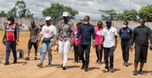 La délégation mandatée par Vincent de Paul Massassa dans le cadre de la campagne Octobre Rose  n'était pas de tout repos à Franceville © D.R
