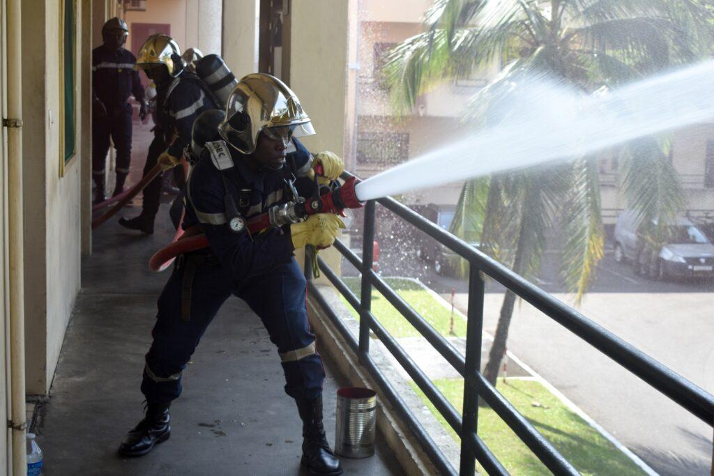 Sapeurs pompiers en pleine démonstration / EFG