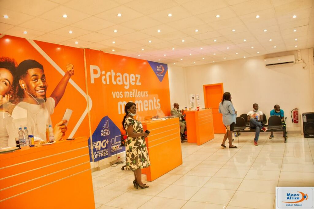Moov Africa Gabon Telecom, agence de Moanda vue de l'intérieur / Gabonactu.com