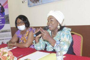 La président de l'ONG Malachie sur les exposés © D.R